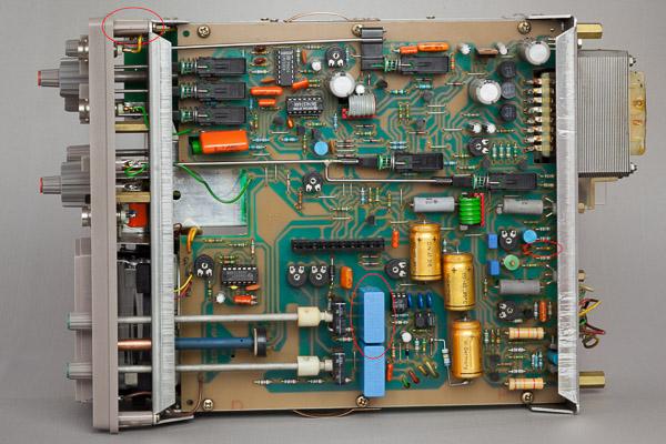 http://www.miedema.dyndns.org/co/2019/hm103/IMG_5269--HM103-onderaanzicht,-1e-reparaties-600pix.jpg