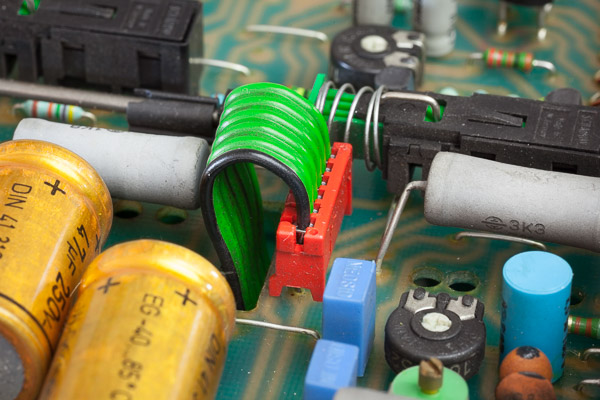 http://www.miedema.dyndns.org/co/2019/hm103/IMG_5283--HM103-Hameg-bandkabelconnector-600pix.jpg