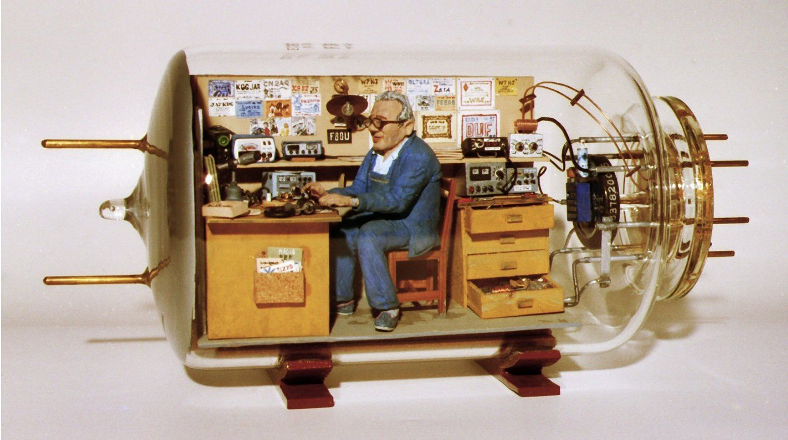 http://img.over-blog-kiwi.com/0/96/38/04/20140314/ob_ceed71_f8du-edmond-aubry-radio-amateur-en-1989.jpg