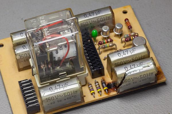 http://www.miedema.dyndns.org/co/2019/a700/IMG_5401--Revox-A700-2-ontplofte-Rifa-condensator-600pix.jpg