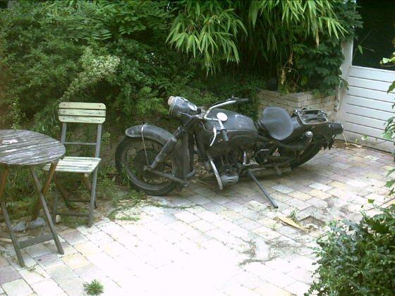 http://www.xj3.nl/_dreijer/backsite/auto/bmw.jpg