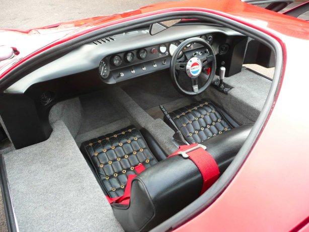 http://www.tornadosportscars.com/GT40/interior3.jpg