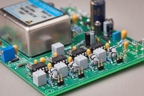 http://www.miedema.dyndns.org/fmpics/Circuits_online/ocxo/IMG_1479__10MHz_Master_Clock_-_Bram_trafos-600pix.jpg