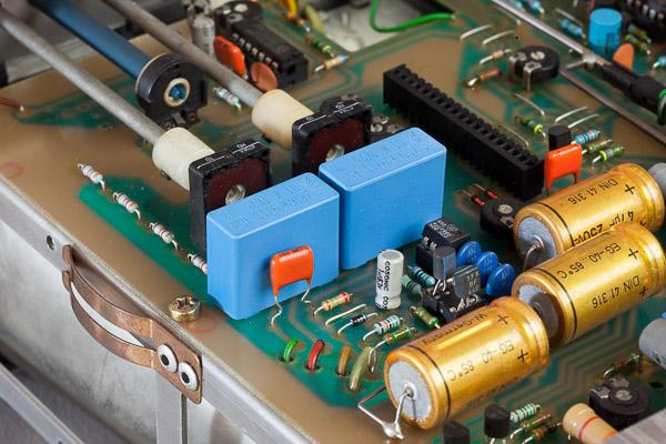 http://www.miedema.dyndns.org/co/2019/hm103/IMG_5282--HM103-nieuwe-HSP-condensatoren-600pix.jpg