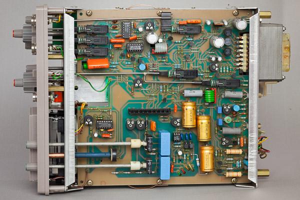 http://www.miedema.dyndns.org/co/2019/hm103/IMG_5267--HM103-kast-open,-onderaanzicht-600pix.jpg