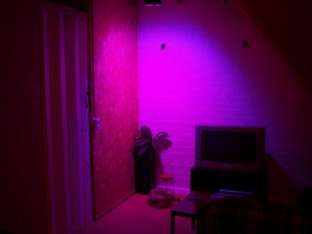 http://www.xs4all.nl/~loosen/elektronica/led%20light/led_light_t-4.jpg