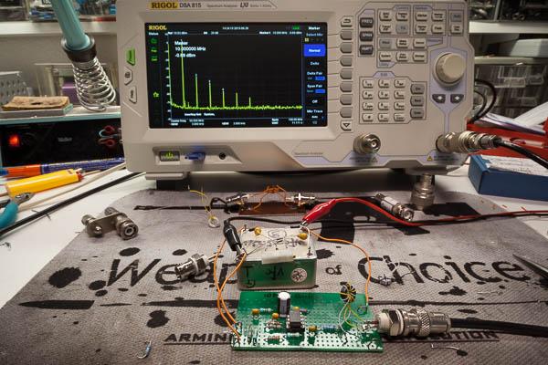 http://www.miedema.dyndns.org/fmpics/Circuits_online/ocxo/IMG_1747__spectrum_10MHz_trafo_meten_met_SA-600pix.jpg