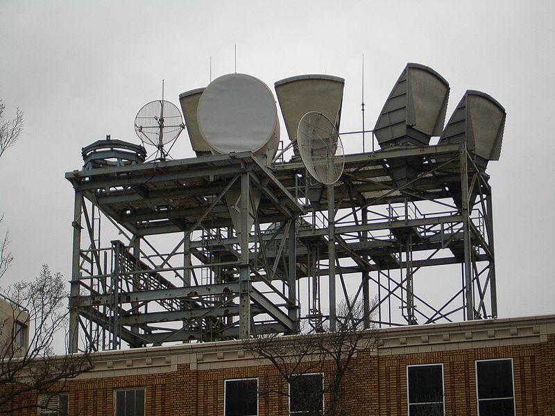 http://upload.wikimedia.org/wikipedia/commons/thumb/0/01/Seattle-Capitol-Hill-Radio-Antennas-3357.jpg/800px-Seattle-Capitol-Hill-Radio-Antennas-3357.jpg