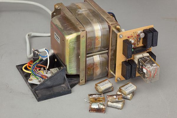 http://www.miedema.dyndns.org/co/2019/a700/IMG_5414--A700-2-trafo-unit-uitgebouwd-met-oude-en-nieuwe-Rifa-ontstoor-C's-600pix.jpg